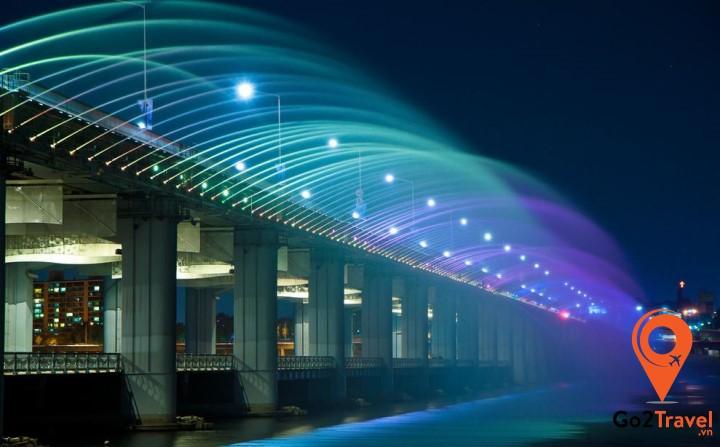 Là cây cầu phun nước nổi tiếng nằm ở trung tâm thủ đô Seoul