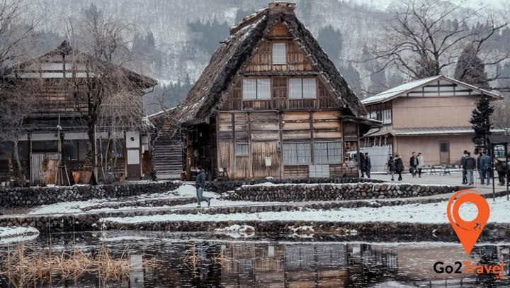 Ngôi làng Shirakawago như bước ra từ cổ tích giữa mùa đông tuyết trắng