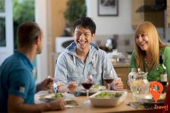Lời mời tiệc và chú ý khi ăn uống