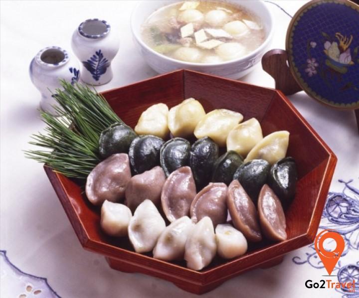 "Bánh ""songpyeon"" ( 송편 )"