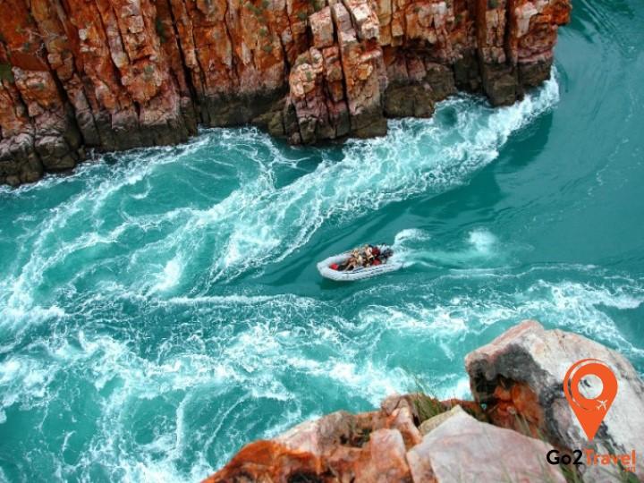thác nước ngang