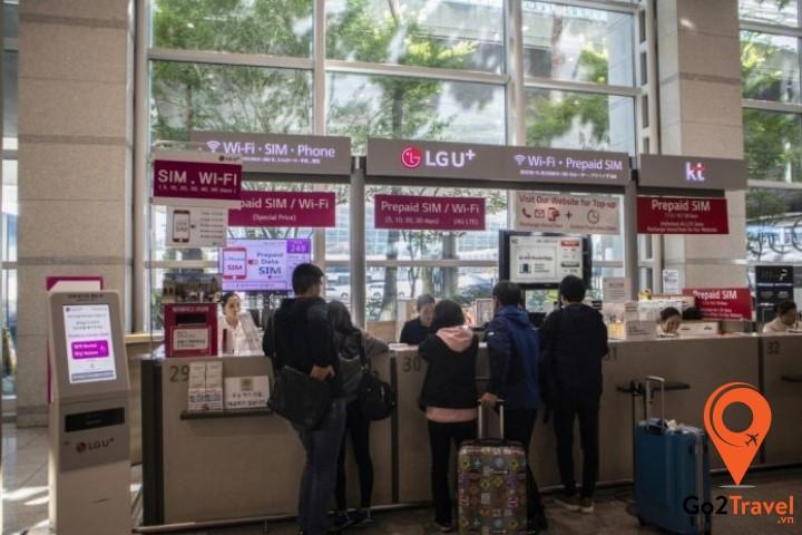 Xếp hàng mua SIM 4G tại sân bay Incheon