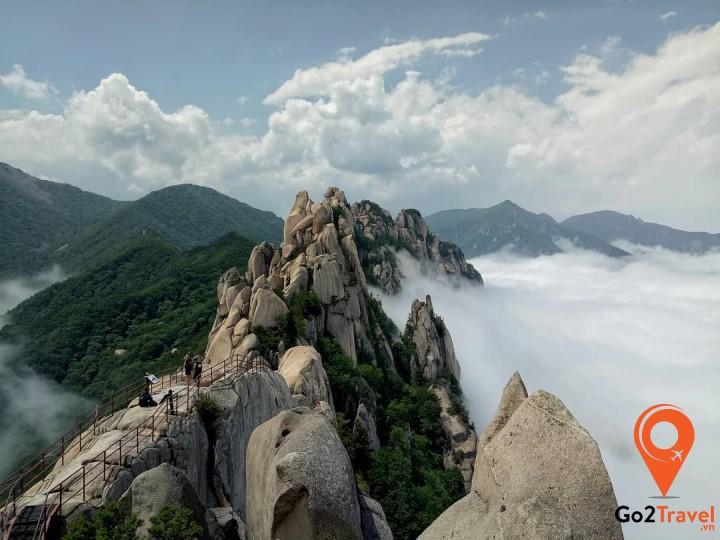 Hàn Quốc là đất nước có 70% cảnh quan là núi non