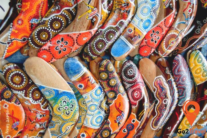 Những chiếc Boomerang nhiều màu sắc gắn liền với hình ảnh nước Úc