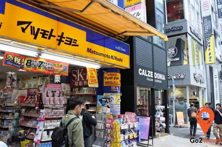 Matsumoto Kiyoshi có rất nhiều sản phẩm trang điểm, sản phẩm chăm sóc da và các sản phẩm làm đẹp chất lượng tuyệt vời khác với giá cả rất phải chăng