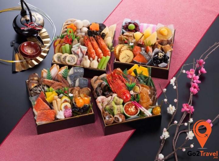 người Nhật quan niệm ăn Osechi Ryouri vào ngày đầu năm sẽ mang đến tài lộc cũng như sức khỏe cho cả gia đình