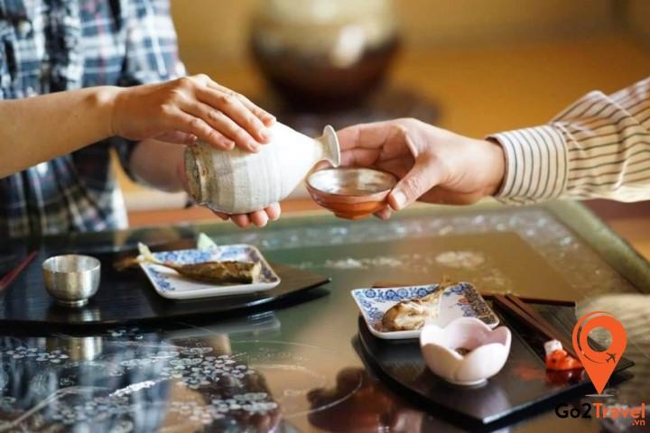 Sake loại rượu gạo nổi tiếng của đất nước Nhật Bản