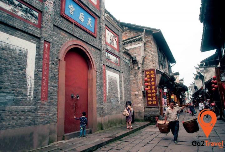 Hầu hết các thế hệ họ Dương đề là những trung thần, luôn tận tụy với triều đình.