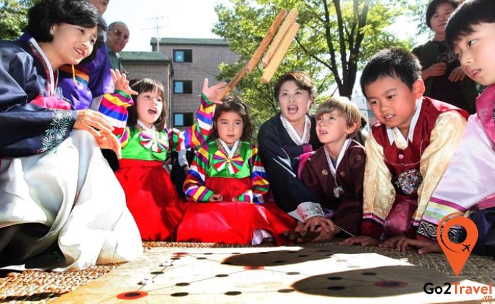 Yutnori là một trong những trò chơi phổ biến nhất của người Hàn Quốc