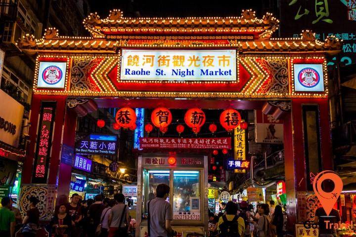 Thưởng thức các món ăn đường phố tại chợ đêm