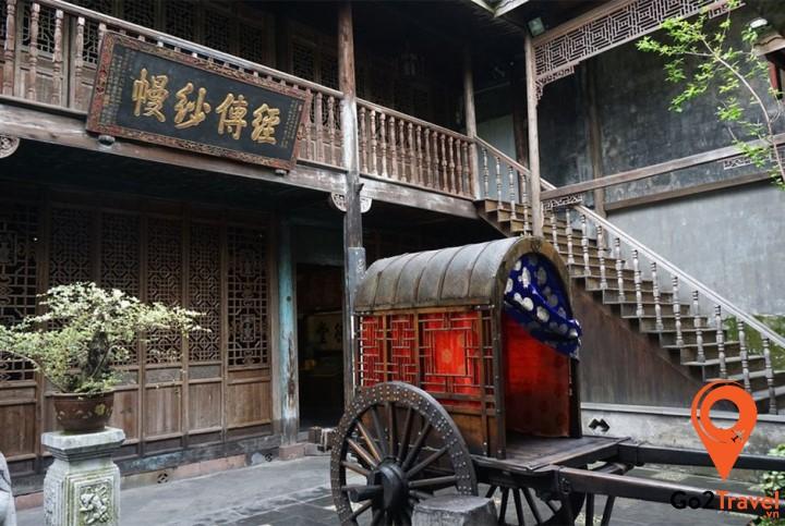Cố cư trên có dạng ngôi tứ hợp viện miền Nam, điển hình với phong cách kiến trúc của thời nhà Minh và nhà Thanh.