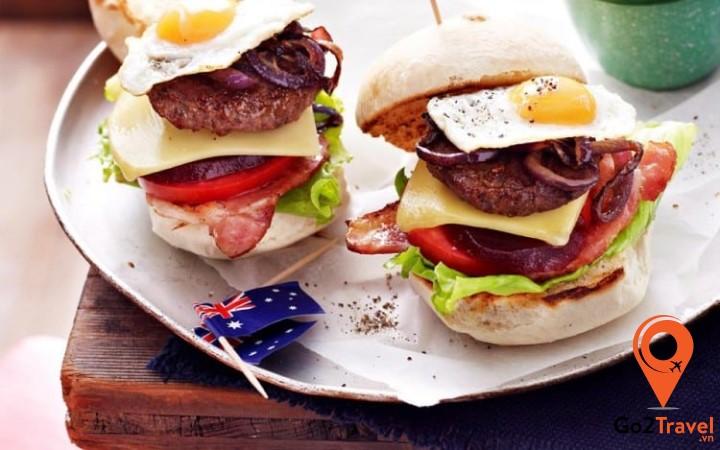 Món hamburger củ dền