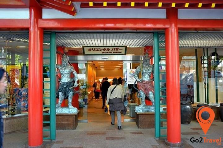 Oriental Bazaar có kha khá các sản phẩm hàng hóa Nhật Bản