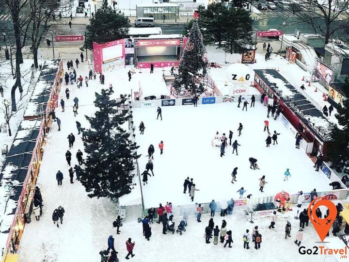 Tham gia Lễ hội tuyết Sapporo