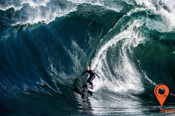 Lướt trên những con sóng khổng lồ tại Shipsterins Bluff