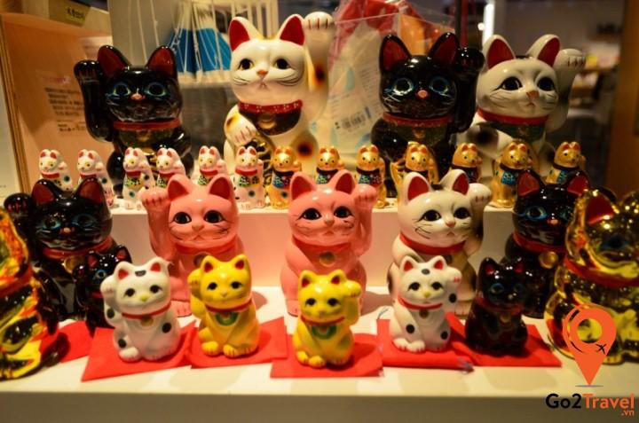 Mèo may mắn Maneki Neko Nhật Bản là một trong những món quà lưu niệm cổ điển nhất của Nhật Bản
