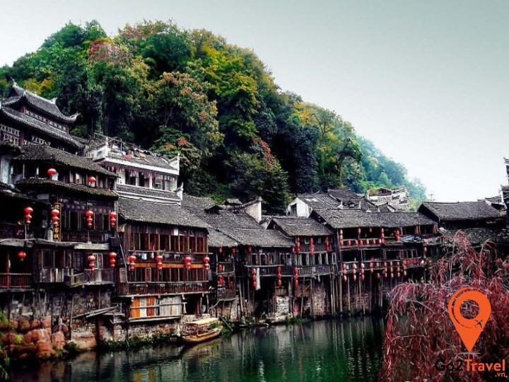 Phượng Hoàng Cổ Trấnlà nơi định cư chính của dân tộc H'mông