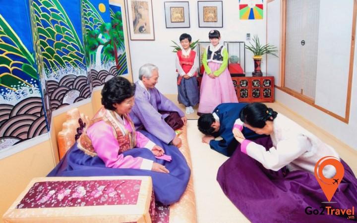Người Hàn Quốc ngày Tết sẽ tụ họp gia đình ăn uống, vui chơi hoặc đi du lịch cùng nhau