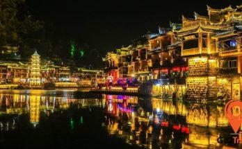 Phượng Hoàng cổ trấn về đêm