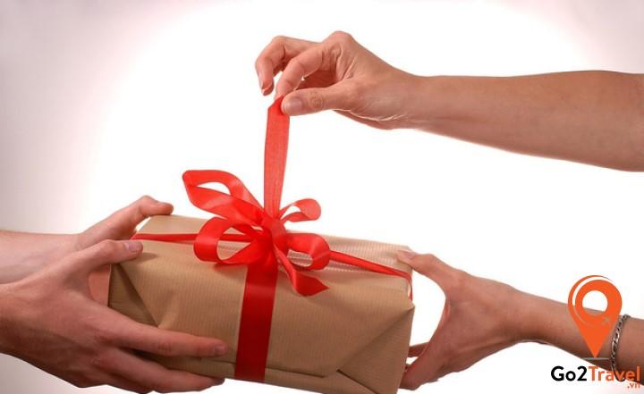 Một tuần trước ngày Seollal, các gia đình hối hả mua sắm, chuẩn bị quà tặng cho người thân trong gia đình và bạn bè.