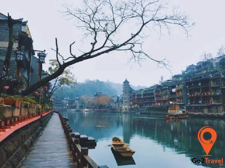 Khung cảnh trữ tình trên sông Đà Giang