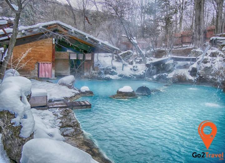 Tắm suối nước nóng