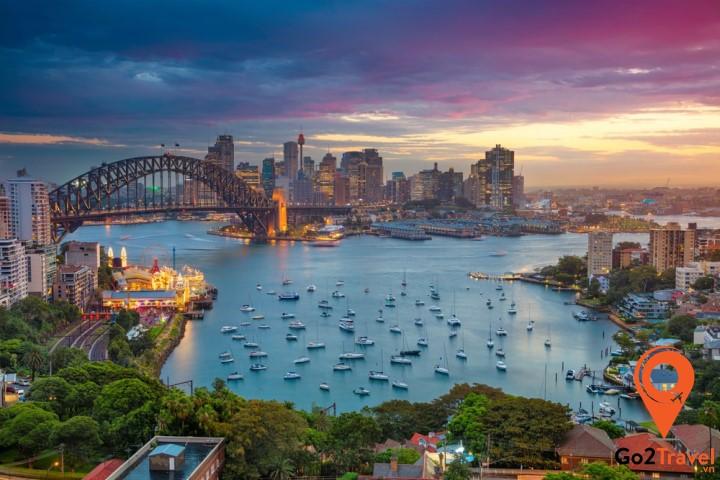 Sydney là một thành phố hiện đại ở Úc với nhiều tòa nhà cao ốc sa hoa tráng lệ