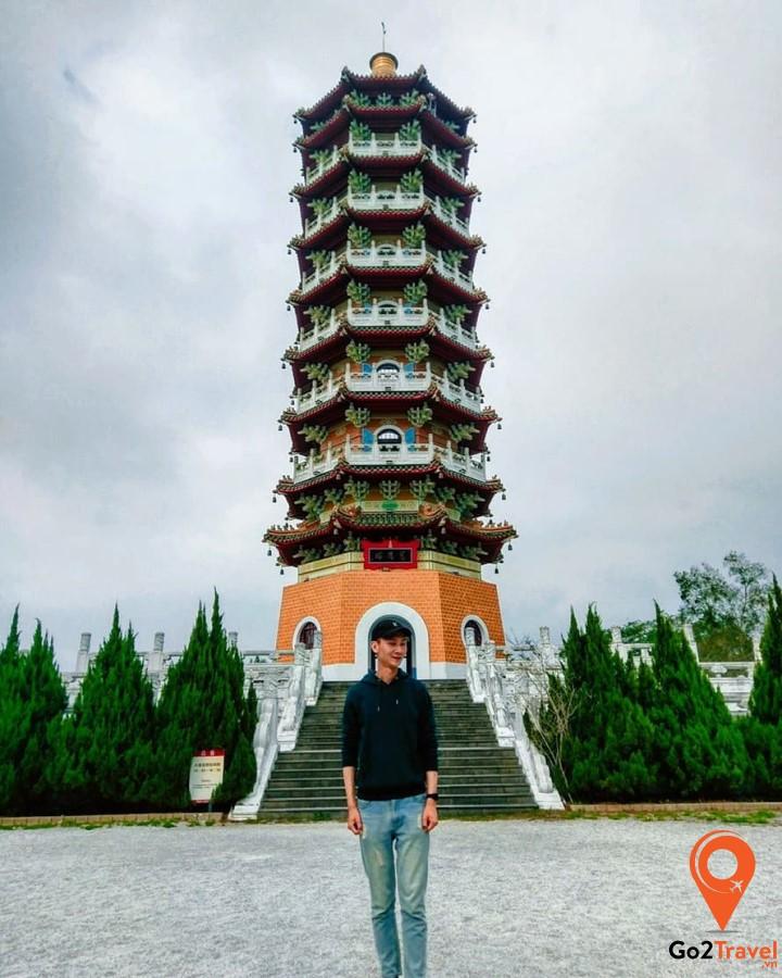 Tháp Từ Ân có thể ngắm toàn cảnh hồ Nhật Nguyệt