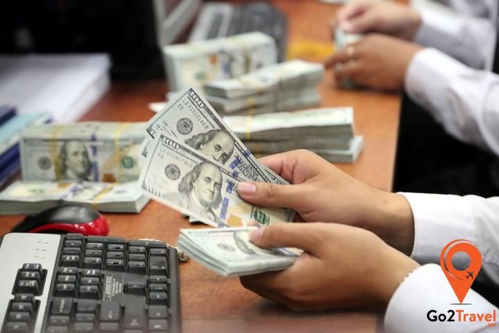 Đổi USD  tại ngân hàng