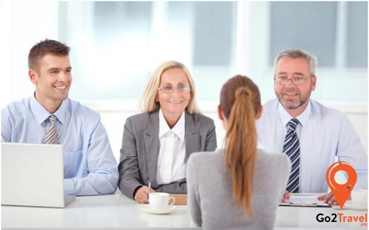 Cẩn thận và trung thực khi trả lời câu hỏi của nhân viên phỏng vấn