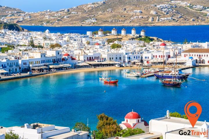 Mykonos cũng được thiên nhiên ban tặng vẻ đẹp nao lòng, cuốn hút du khách muôn phương