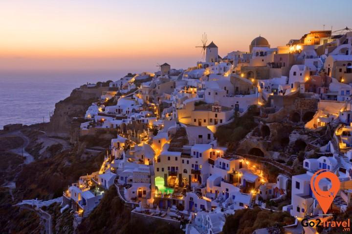 Santorini được mệnh danh là thiên đường du lịch Hy Lạp