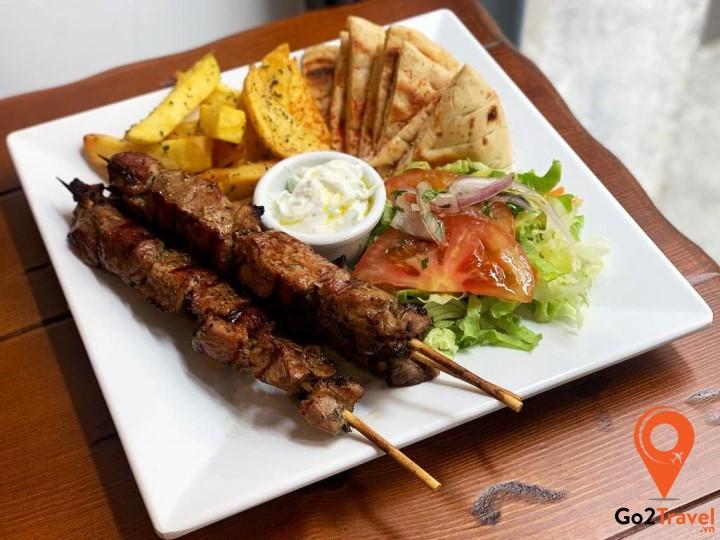 Thịt nướng Souvlaki đã trở thành món ăn Hy Lạp nổi tiếng và phổ biến khắp thế giới