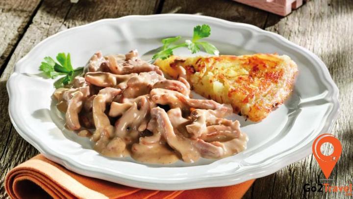 Xuất xứ từ vùng Zurich, đây là món ăn nổi tiếng bạn nhất định phải thử khi đến Thụy Sỹ.