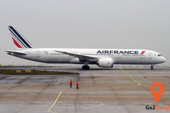 Máy bay chính là phương tiện giúp bạn đến với Hà Lan