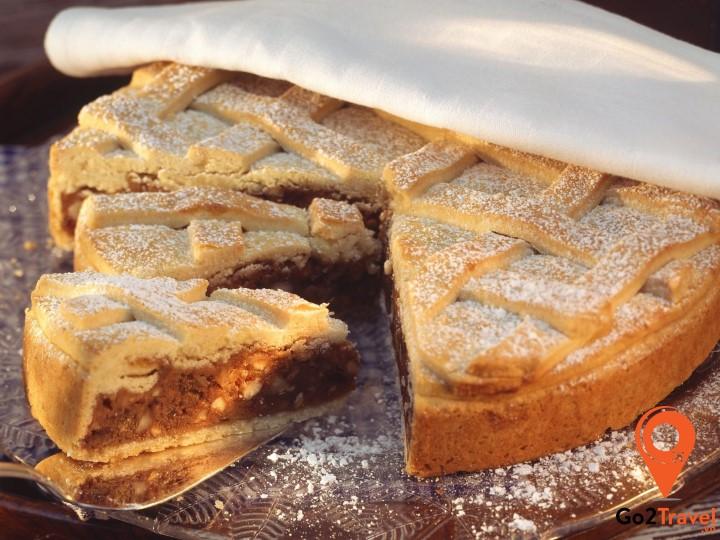 Bundnernusstorte là một loại bánh quy rất được yêu thích tại Thụy Sĩ