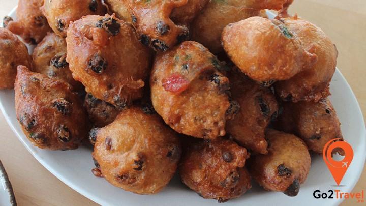 Bánh Oliebollen là một loại bánh không thể thiếu trong bữa tiệc đón năm mới của người dân Hà Lan