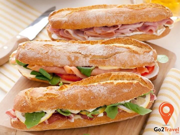 Trong các bữa ăn của người Hà Lan, các thành phần thường được sử dụng nhiều nhất đó chính là khoai tây, rau, thịt, bánh mì hay cá trích.