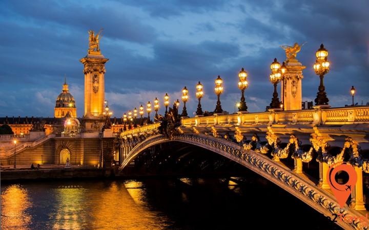 Pont Neuf là cây cầu cổ nhất ở Paris