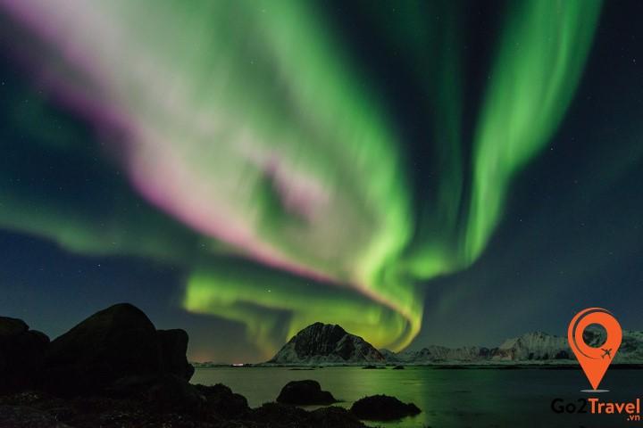 cực quang thường xuyên xuất hiện tại đây vào khoảng thời gian từ tháng 9 đến tháng 4 năm sau