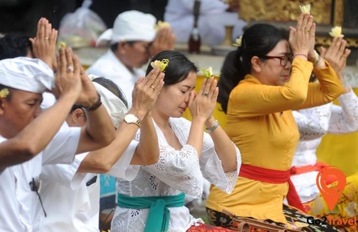 Cơ quan Du lịch Bali tổ chức cầu nguyện thế giới an toàn và virus corona tránh xa hòn đảo