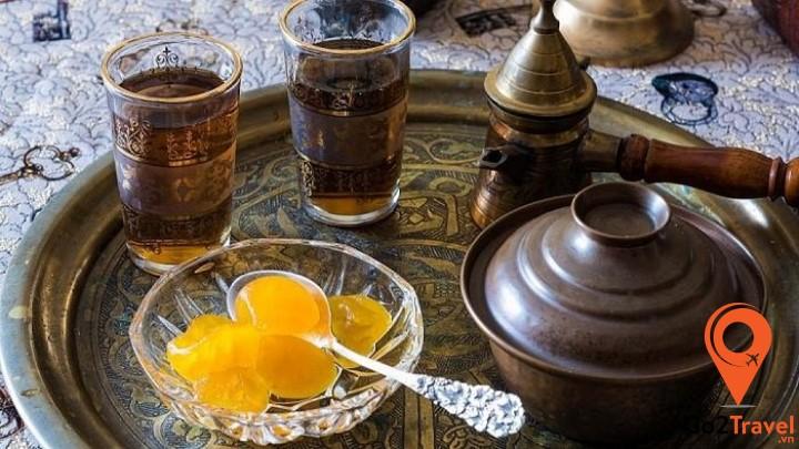 Kẹo thìa thường được người Hy Lạp thưởng thức kèm với trà hoặc sữa chua không đường