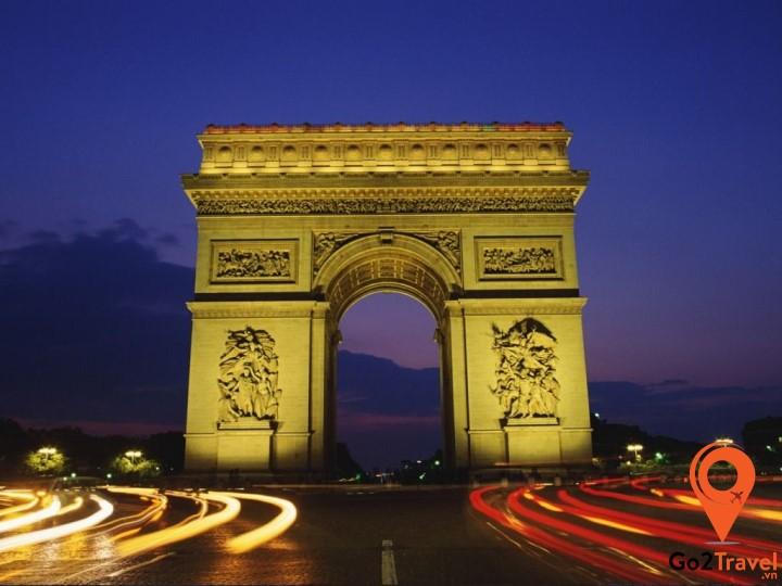 Là một công trình quan trọng của quốc gia, lại nằm ở vị trí trung tâm của thủ đô