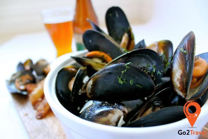 Đây là một trong những món ăn truyền thống của Pháp, tuy nhiên nó lại có nguồn gốc từ Bỉ