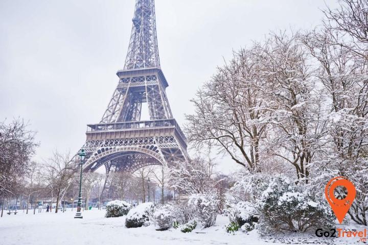 Mùa đông tuyết rơi trắng xoá