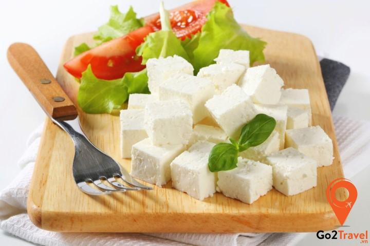 Phô mai đóng vai trò quan trọng trong ẩm thực Hy Lạp và có mặt trong hầu hết các món ăn