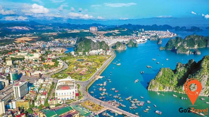 khách Trung Quốc đến tham quan tại các địa điểm du lịch ở Quảng Ninh