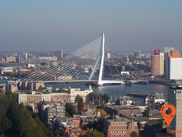 thành phố Rotterdam vừa sôi động vừa cổ kính