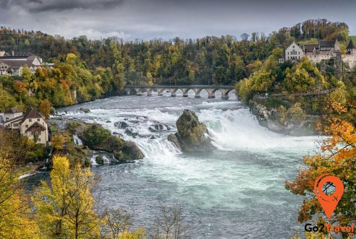Thác nước Rhine lớn nhất châu Âu là một kỳ quan thiên nhiên hấp dẫn của đất nước này