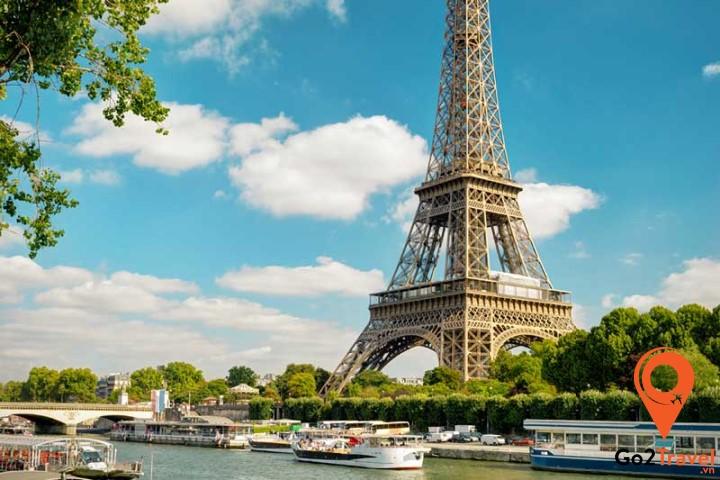 hủ đô Paris – Tháp Eiffel – Một trong những điều nổi tiếng của nước Pháp